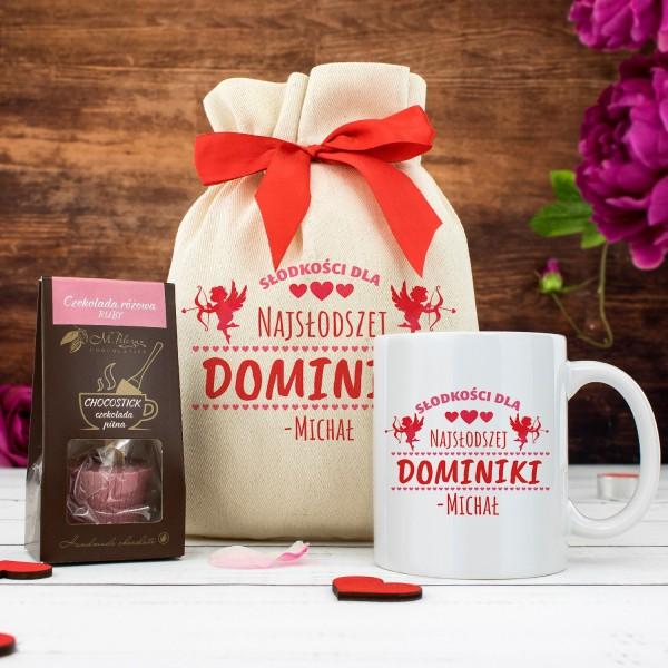 kubek i czekolada w worku z nadrukiem Najsłodsza na prezent dla niej