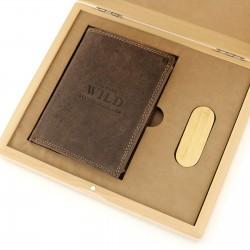 portfel skórzany i pendrive w skrzynce