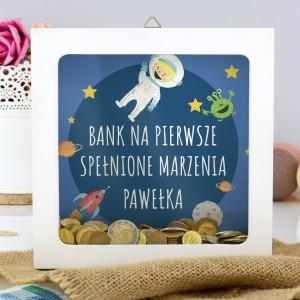 personalizowana skarbonka z napisem Spełnione Marzenia na prezent dla chłopca
