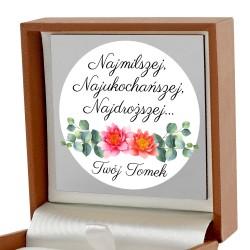 opakowanie na biżuterię z personalizowaną tabliczką