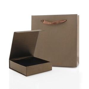 brązowe pudełko i torebka na biżuterię