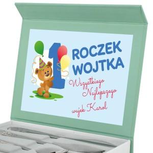 sztućce w pudełku na  prezent na roczek dla chłopca