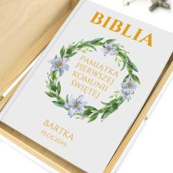 biblia na komunię w pudełku liliowy wianek