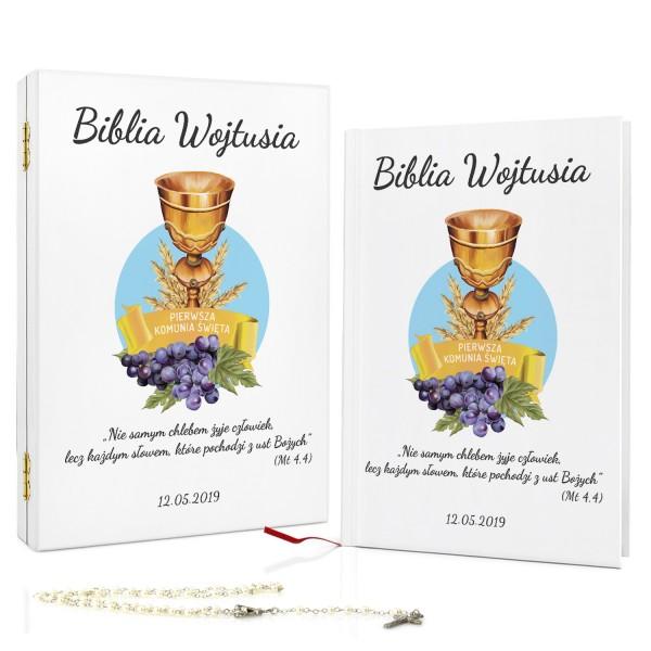 biblia z dedykacją na komunię w drewnianym pudełku kielich bożej woli