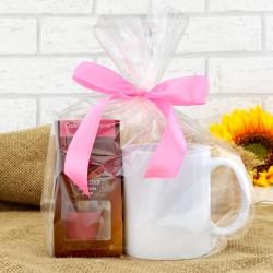 kubek i różowa czekolada pitna na słodki prezent