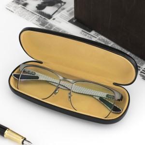 czarne etui na okulary z własnym nadrukiem