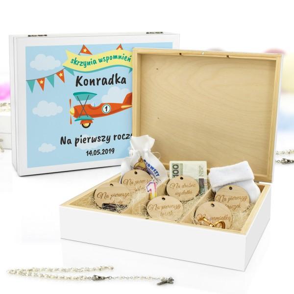 pudełko wspomnień z metryczką na prezent na roczek kolorowy samolocik