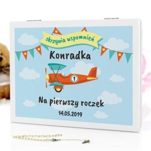 drewniane pudełko wspomnień z nadrukiem na prezent na roczek dla chłopca kolorowy samolocik