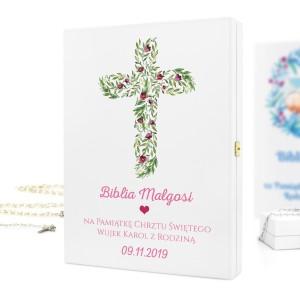 drewniana szkatułka z personalizacją na biblie na prezent na chrzest dla dziewczynki