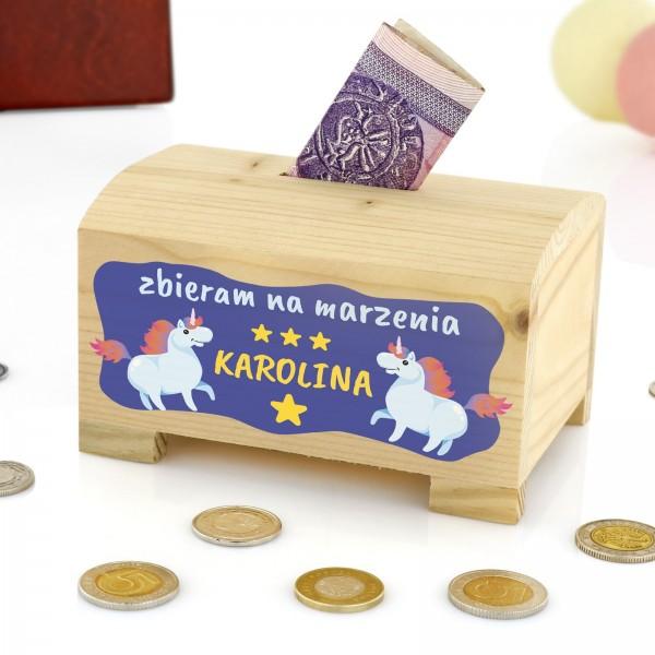 skarbonka drewniana z dedykacją marzenia na prezent na roczek dla dziewczynki