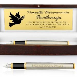 pióro z grawerem w drewnianym pudełku na prezent na bierzmowanie dla chłopaka gołębica