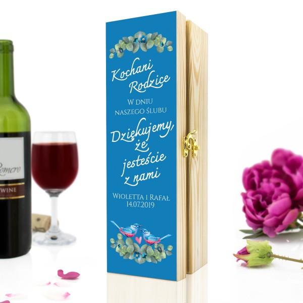 drewniana skrzynka na wino z dedykacją na prezent dla rodziców