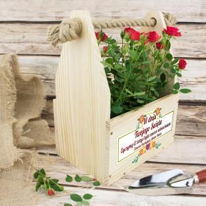 drewniana skrzynka na kwiaty na wyjątkowy prezent dla mamy zawsze uśmiechnięta
