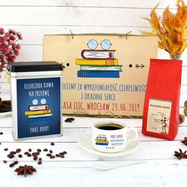 zestaw upominkowy: filiżanka z dedykacją, puszka i kawa na prezent dla wychowawcy