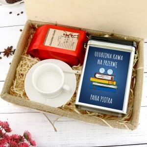 filiżanka, puszka i kawa w pudełku na podziękowanie dla nauczyciela