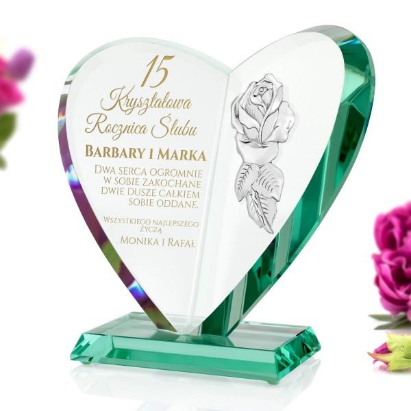 szklane serce z grawerem i różą na prezent na kryształową rocznicę ślubu
