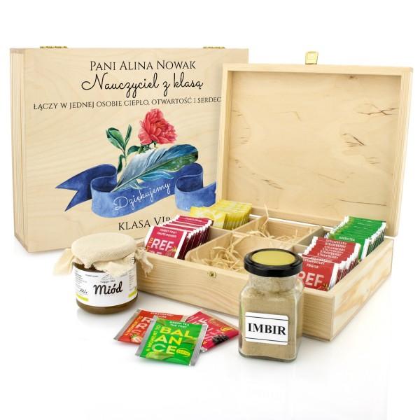 prezent dla wychowawczyni pudełko na herbatę z dedykacją, miodem i imbirem goździk i pióro