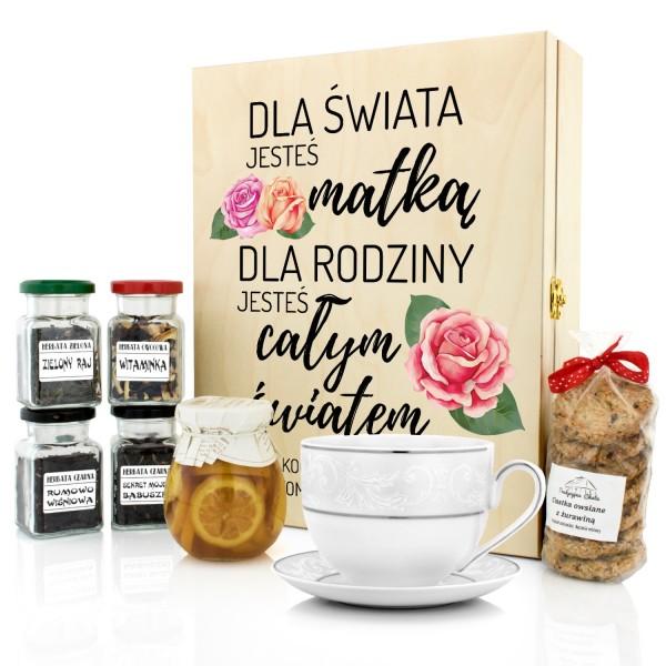 zestaw herbat z filiżanką w skrzynce z nadrukiem na prezent dla mamy
