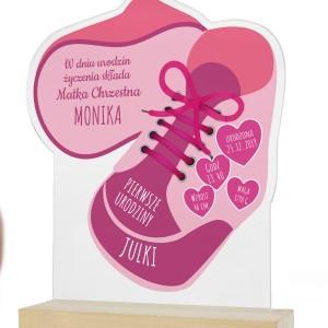 prezent na pierwsze urodziny dla dziewczynki statuetka z nadrukiem metryczki różowe buciki
