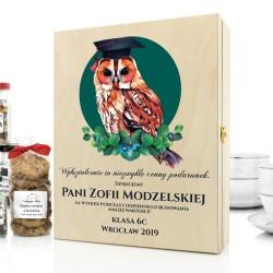 prezent dla nauczycielki zestaw herbat w drewnianej skrzynce z dedykacją