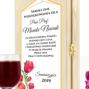 personalizowana skrzynka na wino z kieliszkami na podziękowania dla promotorki