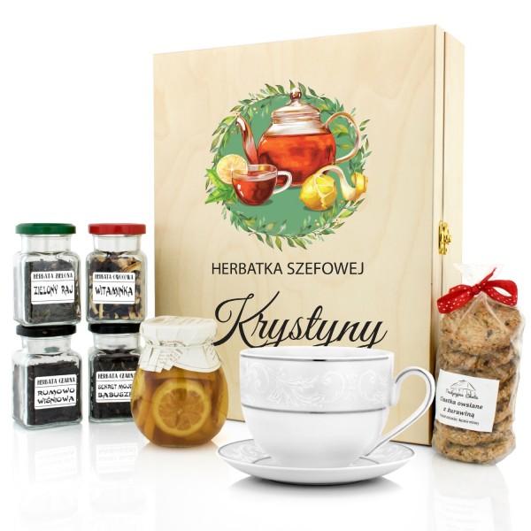 zestaw herbat z filiżanką w pudełku z dedykacją na prezent dla szefowej na pożegnanie