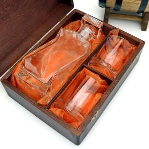 karafka z grawerem i szklankami w pudełku na upominek dla taty