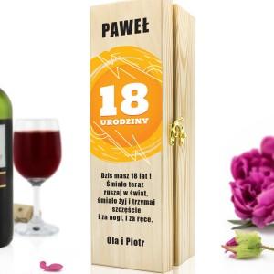 oryginalny prezent na 18 dla niego drewniana skrzynka na wino z nadrukiem na szczęście