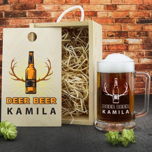 kufel do piwa w drewnianej skrzynce z grawerem na śmieszny prezent dla myśliwego deer