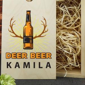 kufel do piwa z grawerem w drewnianej skrzynce na prezent dla myśliwego na urodziny deer