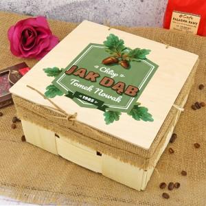 prezent dla leśniczego drewniane pudełko z dedykacją jak dąb