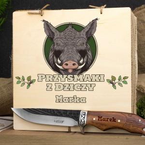 nóż z grawerem w skrzynce z dedykacją na prezent dla myśliwego