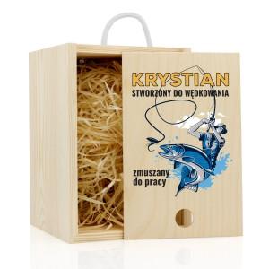kufel do piwa z grawerem w drewnianej skrzynce zmuszany do pracy na prezent dla wędkarza
