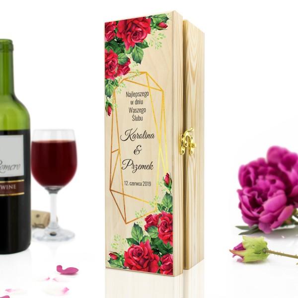 pomysł na prezent ślubny drewniana skrzynka na wino z dedykacją czerwone róże