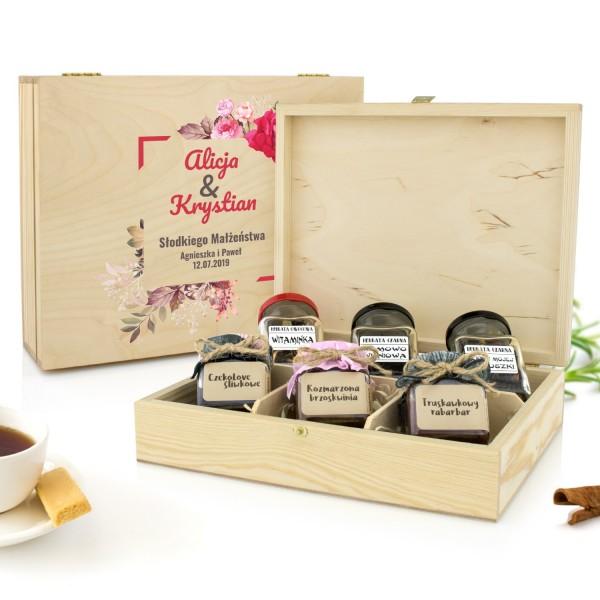 oryginalny prezent na ślub zestaw konfitur i herbat w pudełku z dedykacją słodkiego małżeństwa