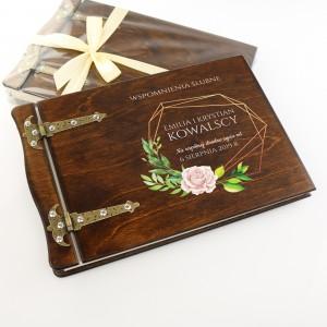 drewniany album do zdjęć z dedykacją wspomnienia ślubne na prezent dla nowożeńców
