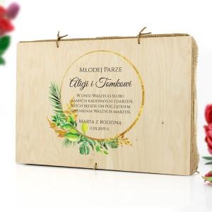 drewniana skrzynka z nadrukiem na prezent ślubny