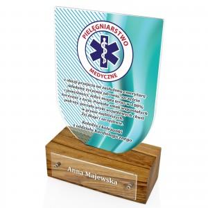 statuetka z dedykacją na pomysł na prezent dla pielęgniarki na emeryturę