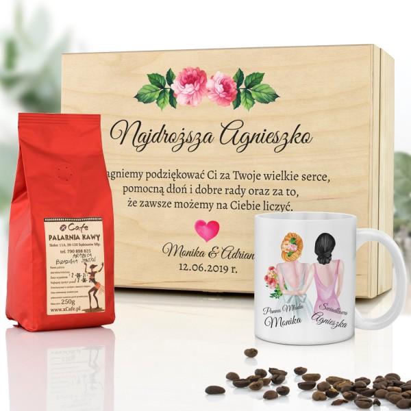 podziękowania dla świadkowej drewniana skrzynka z kubkiem, kawą i dedykacją najdroższa