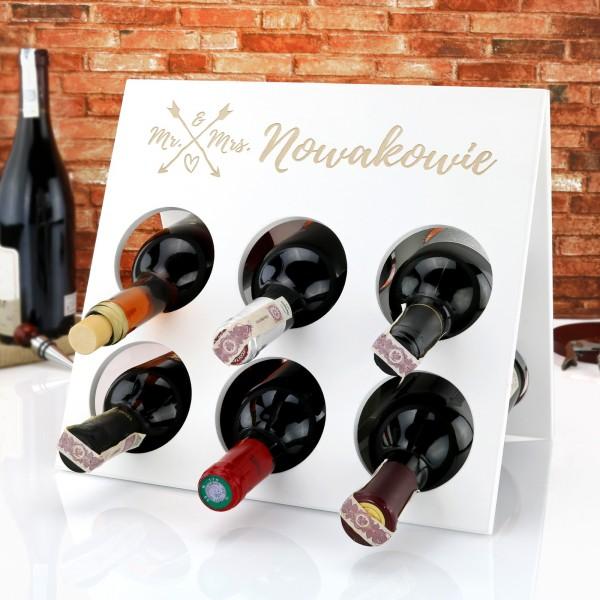 stojak na wino z grawerem na oryginalny prezent na ślub Mr. & Mrs.