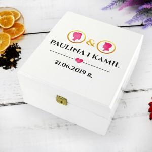 skrzynka na herbatę z nadrukiem imion ona & on na pomysłowy prezent dla nowożeńców
