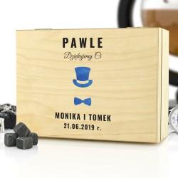 drewniane pudełko z dedykacją na prezent dla świadka galant