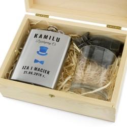 piersiówka z grawerem, szklanka i kamienie do drinków w pudełku na prezent dla świadka weselnego