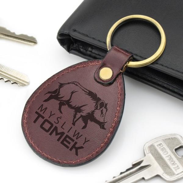 brelok do kluczy skórzany z grawerem na prezent dla myśliwego dzik