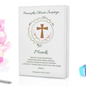 sztućce w drewnianej szkatułce na prezent na chrzciny dla dziewczynki kwiecisty krzyż