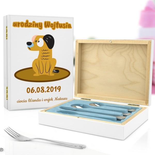 sztućce dla dzieci w szkatułce z dedykacją na prezent na roczek wesoły piesek