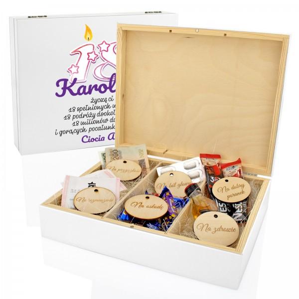 pudełko z przegródkami na 18 z dedykacją świeczki urodzinowe