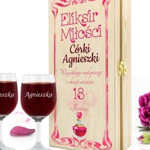 drewniana skrzynka na wino z dedykacją na prezent dla córki na 18 urodziny