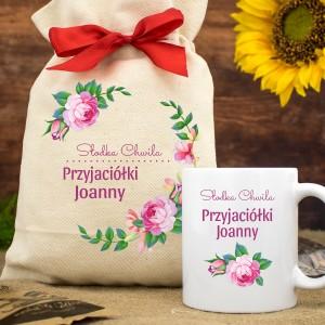 kubek z imieniem w bawełnianym woreczku na prezent dla koleżanki słodki czas