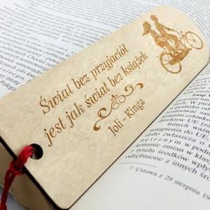 drewniana zakładka do książki na prezenty dla przyjaciółki świat